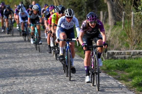 Nữ lão tướng Vleuten chiến thắng giải xe đạp Tour of Flanders sau 10 năm ảnh 2
