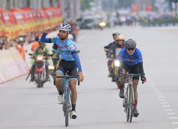 Pha ăn mừng chiến thắng của Loic