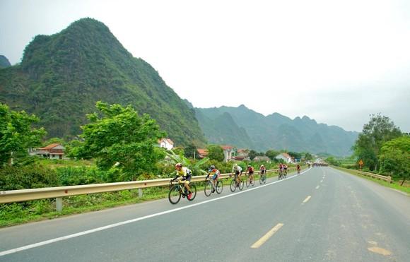 Chặng 4 Giải xe đạp Cúp Truyền hình: Nguyễn Tấn Hoài qua mặt Lê Nguyệt Minh để giành cú đúp ảnh 1