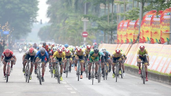 Chặng 4 Giải xe đạp Cúp Truyền hình: Nguyễn Tấn Hoài qua mặt Lê Nguyệt Minh để giành cú đúp ảnh 3
