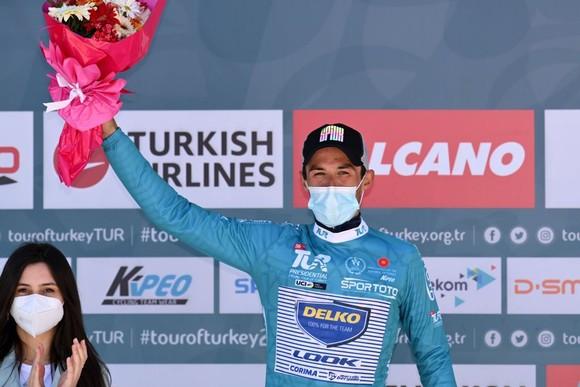 """Mark Cavendish """"rớt""""đèo mất Áo xanh dương giải xe đạp Thổ Nhĩ Kỳ 2021 ảnh 2"""