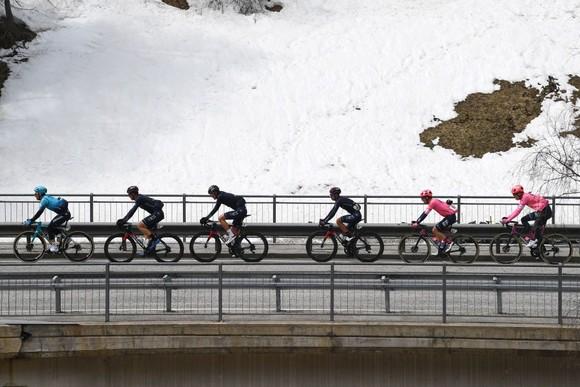 Gianni Moscon thắng chặng đầu giải đua lạnh giá Tour of Alps 2021 ảnh 1