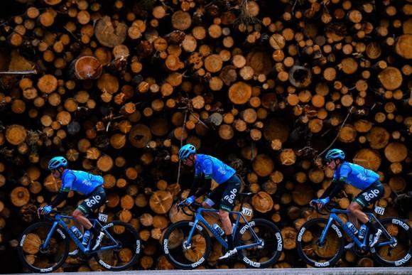 """Marton Dina nhậm chức """"thần núi"""" của giải xe đạp Tour of Alps ảnh 2"""