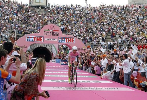 Giải xe đạp Giro d'Italia 2021: Nín thở chờ xét nghiệm Covid-19 ảnh 2