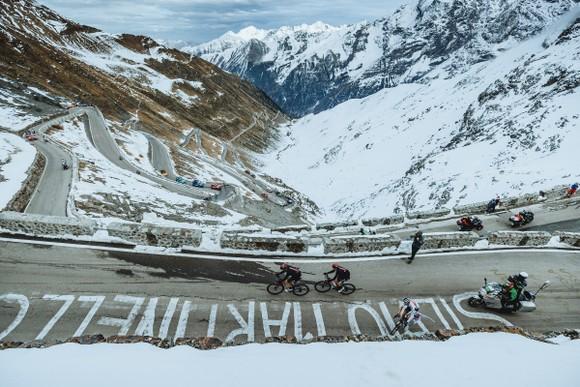 Giải xe đạp Giro d'Italia 2021: Nín thở chờ xét nghiệm Covid-19 ảnh 1