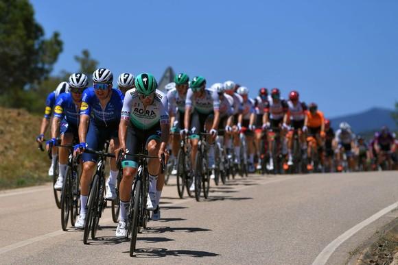 Cú nước rút siêu đẳng giúp Sam Bennett giữ cú đúp giải xe đạp Volta ao Algarve 2021 ảnh 2