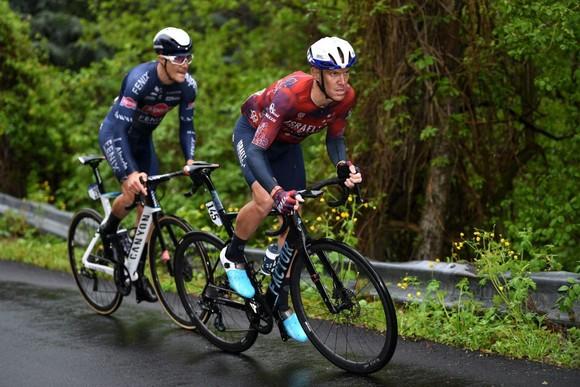 Giải xe đạp Giro d'Italia 2021: Filippp Ganna bị xé Áo hồng  ảnh 3
