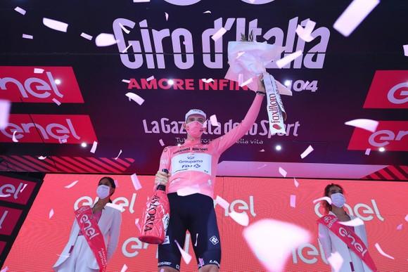 Caleb Ewan lần thứ hai thắng chặng xé áo tím giải xe đạp Giro d'Italia ảnh 2
