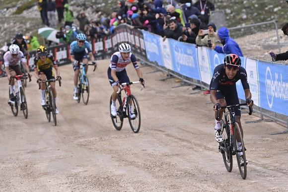Cựu áo vàng Tour de France Egan Bernal lần đầu thắng chặng ở Grand Tour  ảnh 2