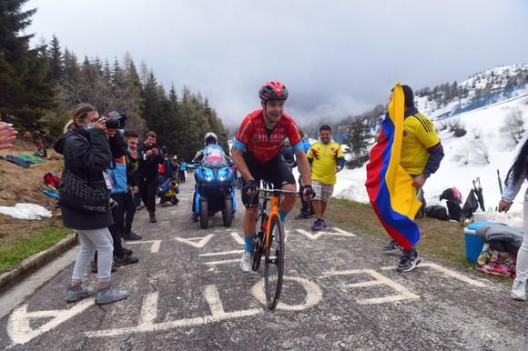 Giải xe đạp Giro d'Italia: Áo hồng Egan Bernal đào sâu khoảng cách  ảnh 1