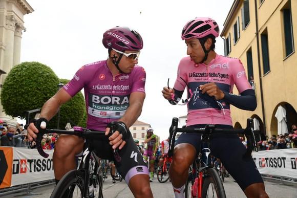 Giải xe đạp Giro d'Italia: Áo hồng Egan Bernal đào sâu khoảng cách  ảnh 3