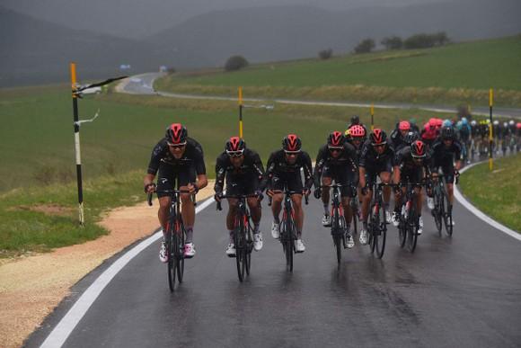 Áo hồng Egan Bernal không dự Tour de France và bỏ ngỏ Olympic ảnh 2