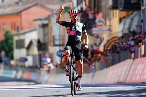 Alberto Bettiol chiến thắng chặng dài nhất cuộc đua