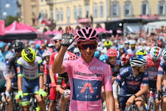Động lực nào giúp Damiano Caruso đánh bại Egan Bernal trên đỉnh Alpe Motta ảnh 3