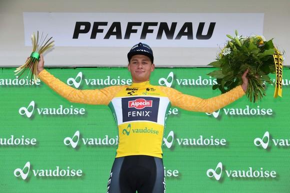 Thắng chặng thứ hai liên tiếp, Mathieu van der Poel dẫn đầu tuyệt đối ở Tour de Suisse ảnh 2