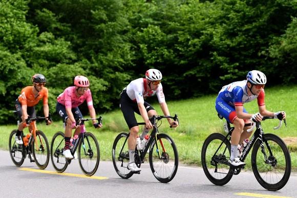 Stefan Bissegger lần đầu tiên giành chiến thắng ở tour đường trường  ảnh 3