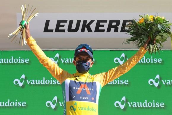 Richard Carapaz xé áo vàng Tour de Suisse  ảnh 3