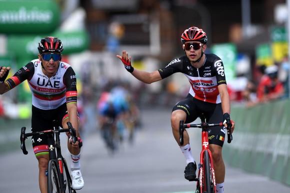 Rui Costa bị tước chiến thắng ở Tour de Suisse vì ép xe đối thủ ảnh 1