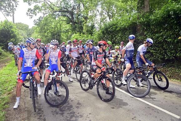 Mark Cavendish có chiến thắng thứ 31 vươn lên mặc Áo xanh Tour de France ảnh 1