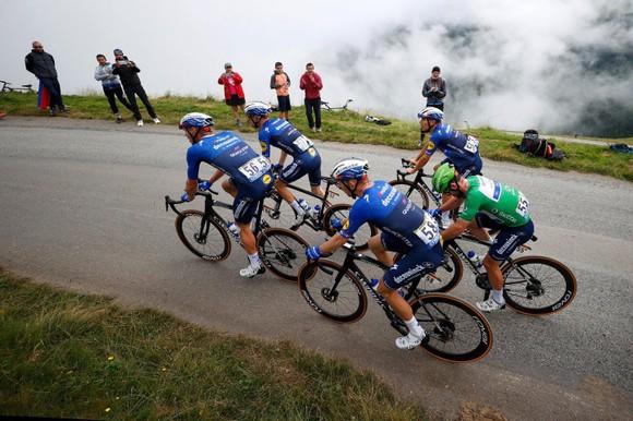 Tadej Pogacar quá mạnh thâu tóm luôn Áo đỏ vua leo núi Tour de France 2021 ảnh 4