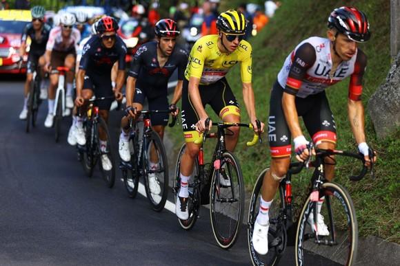 Tadej Pogacar quá mạnh thâu tóm luôn Áo đỏ vua leo núi Tour de France 2021 ảnh 2