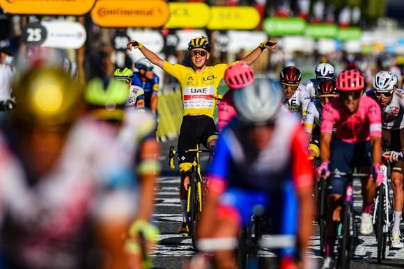 Tadej Pogacar quá mạnh lần thứ 2 lập hattrick giải xe đạp Tour de France ảnh 4