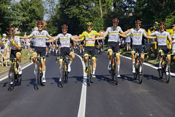 Tadej Pogacar quá mạnh lần thứ 2 lập hattrick giải xe đạp Tour de France ảnh 2