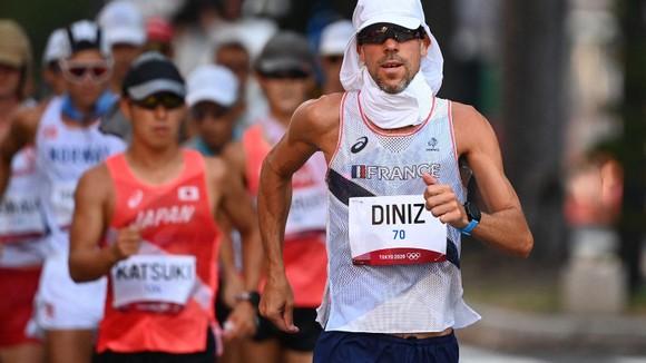 """Kỷ lục gia đi bộ thế giới Yohann Diniz dở dang Olympic vì """"tào tháo rượt"""" ảnh 1"""