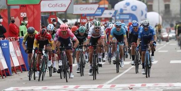 Magnus Cort lần thứ hai thắng chặng giải xe đạp Vuelta a Espana 2021 ảnh 4