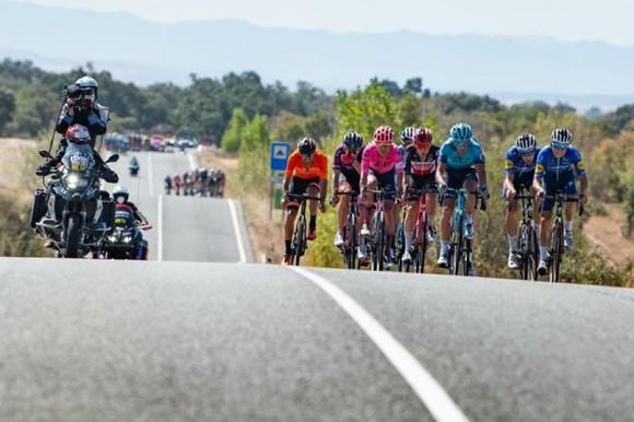 Rafal Majka solo 87km giành chiến thắng ngoạn mục chặng 15 Vuelta a Espana 2021 ảnh 2