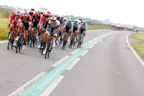 Remco Evevenpoel tức giận vì gãy căm bánh xe ở giải xe đạp Benelux Tour ảnh 1