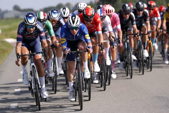 Remco Evevenpoel tức giận vì gãy căm bánh xe ở giải xe đạp Benelux Tour ảnh 2
