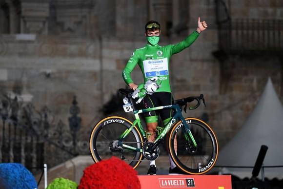 Primoz Roglic lần thứ ba liên tiếp giành áo đỏ chung cuộc giải xe đạp Vuelta a Espana ảnh 4