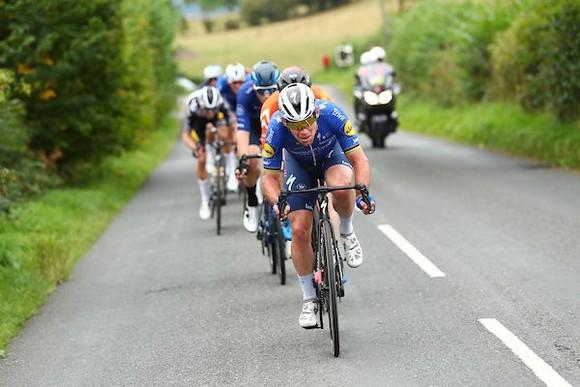 Wout Van Aert lần thứ ba thắng chặng nhưng vẫn chưa đòi lại được áo xanh dương ảnh 2