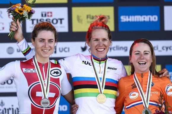 Nữ tay đua 34 tuổi Ellen van Dijk chạy cá nhân tính giờ hơn 50,3km/h ảnh 1