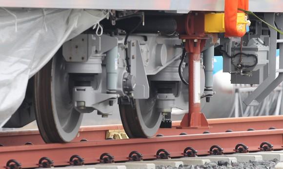 Toa tàu metro số 1 đầu tiên đã đặt lên đường ray   ảnh 11