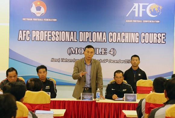 Các HLV và trọng tài Việt Nam học nâng cao tay nghề ảnh 1