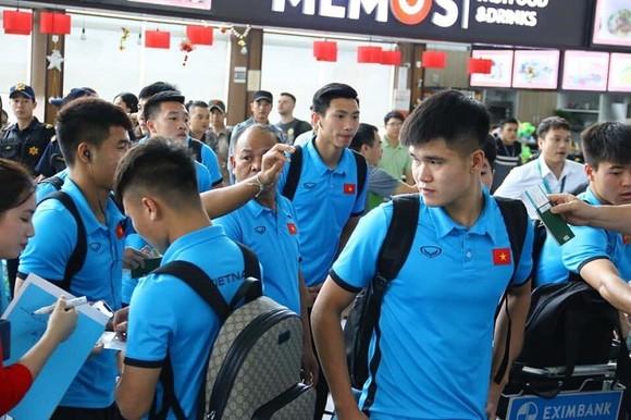 Văn Toàn cùng đội tuyển Việt Nam sang Malaysia ảnh 1