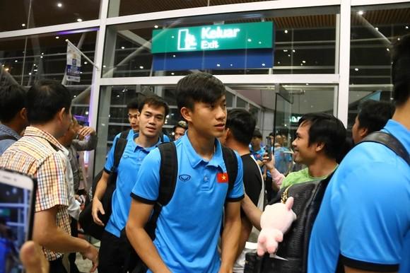 Văn Toàn cùng đội tuyển Việt Nam sang Malaysia ảnh 3
