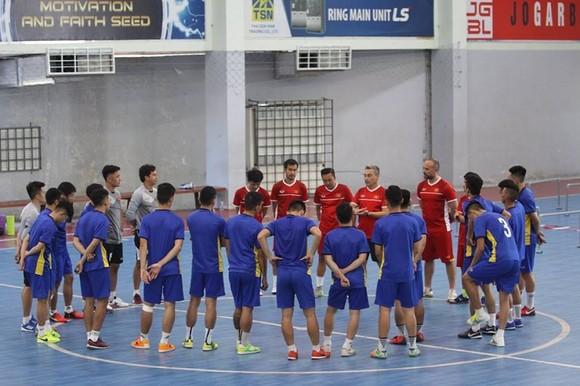 """6 cầu thủ futsal Việt Nam đi """"du học"""" tại Tây Ban Nha   ảnh 1"""