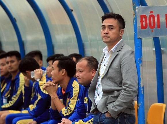 HLV Nguyễn Đức Thắng cùng các cầu thủ xứ Thanh đang trông chờ trận thắng đầu tiên. Ảnh: MINH HOÀNG