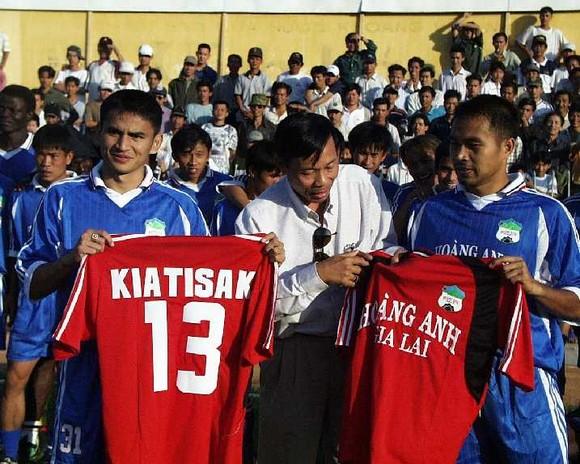 Kiatisak thán phục thành công của bóng đá Việt Nam ảnh 1