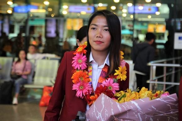 Cô trò Kim Chi rạng ngời trong ngày trở về TPHCM  ảnh 3