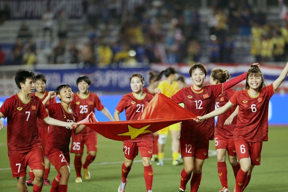 Các cô gái Việt Nam được thưởng lớn từ sau thành công ở SEA Games 30. Ảnh: Đông Huyền