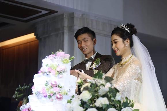 Quả bóng Đồng Phan Văn Đức rạng ngời trong ngày cưới ở Nghệ An  ảnh 3