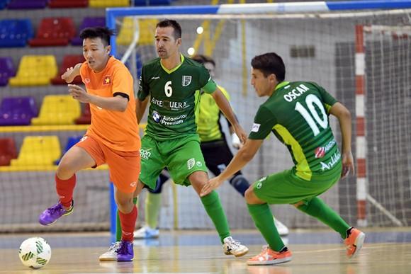 ĐT futsal Việt Nam trong lần so tài cùng Malaga trước đây. Ảnh: Anh Trần