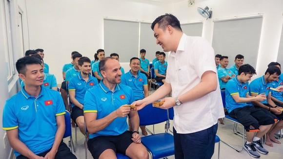 Lãnh đạo VFF đến thăm, chúc Tết đội tuyển futsal Việt Nam  ảnh 2