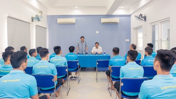Lãnh đạo VFF đến thăm, chúc Tết đội tuyển futsal Việt Nam  ảnh 1