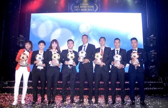 Các cầu thủ đoạt giải trong đêm Gala năm 2017. Ảnh: NGUYỄN NHÂN