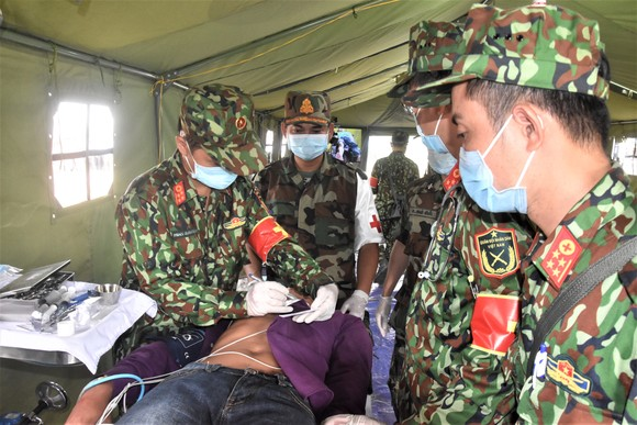 Việt Nam – Campuchia diễn tập cứu hộ, cứu nạn khu vực biên giới đất liền   ảnh 13